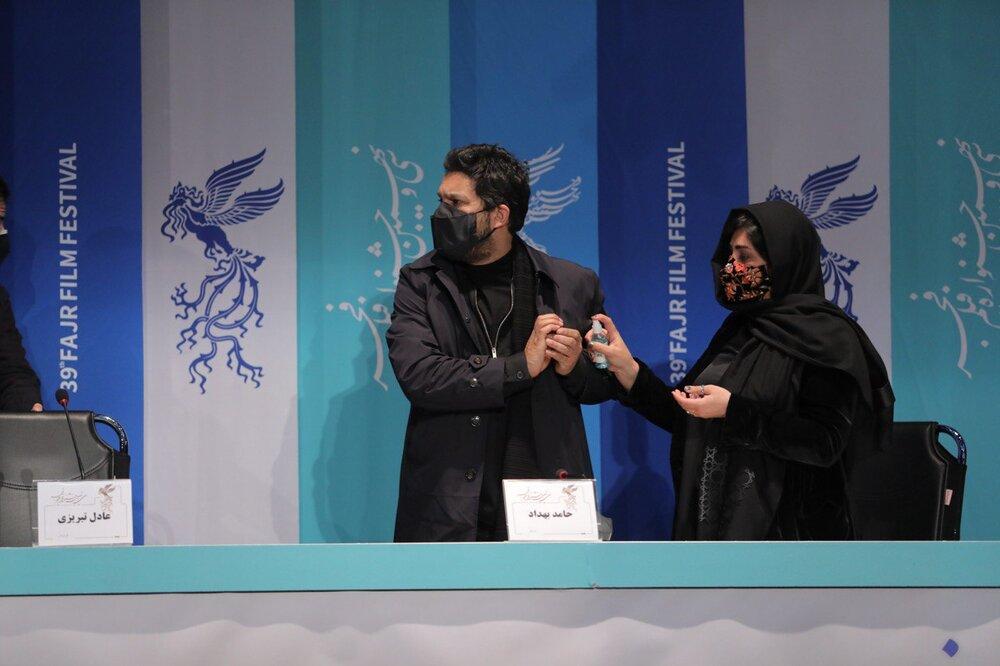 عکس   حرکت بهداشتی باران کوثری و حامد بهداد سوژه شد