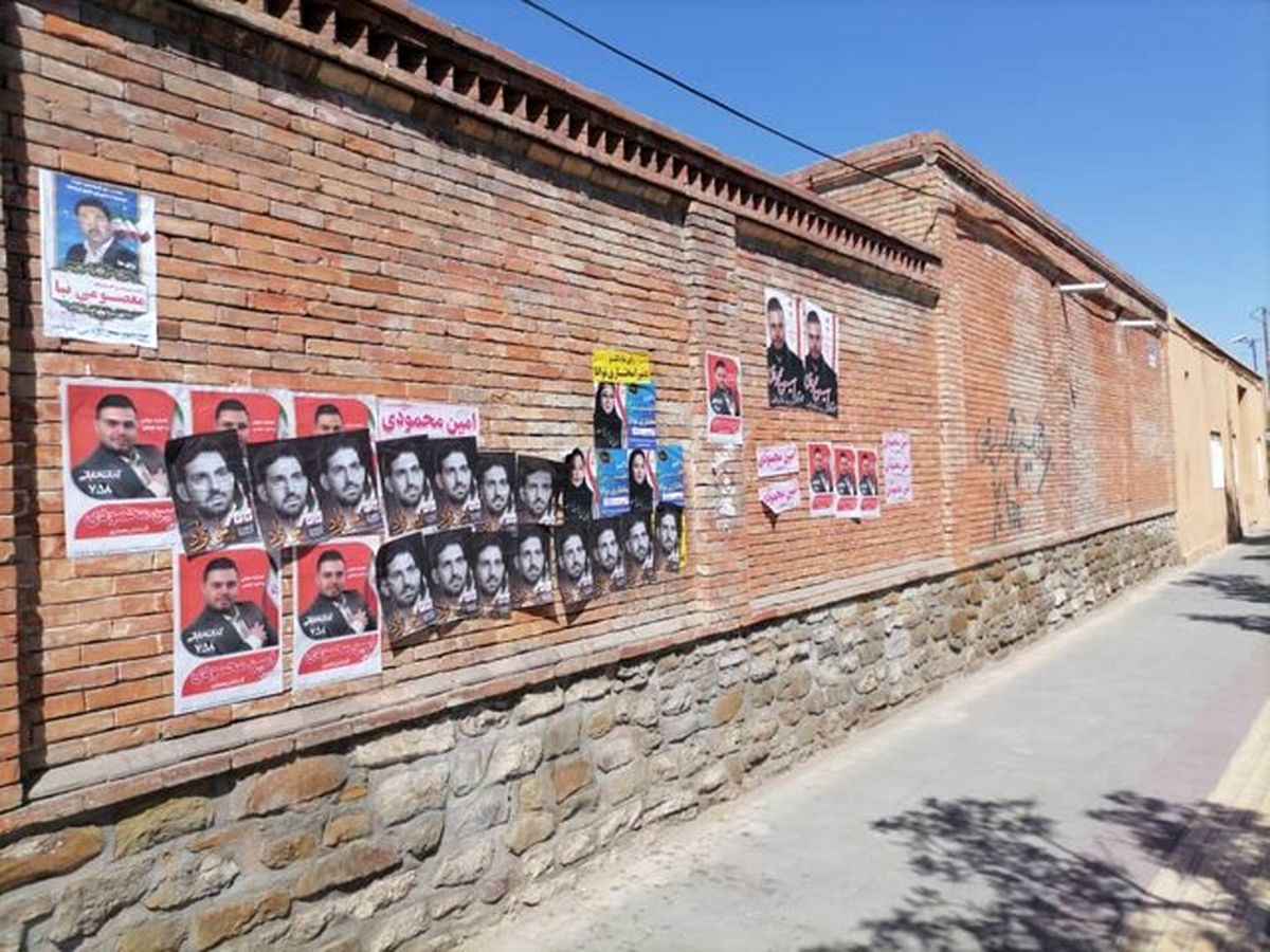 ادامه داستان تخریب آثار باستانی و هنری ایران؛ این بار با چسباندن پوستر انتخاباتی به بناهای تاریخی آذربایجان غربی