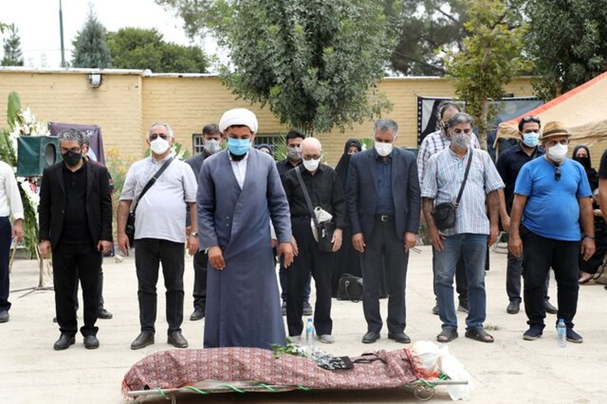 پیکر جلال ستاری به خاک سپرده شد